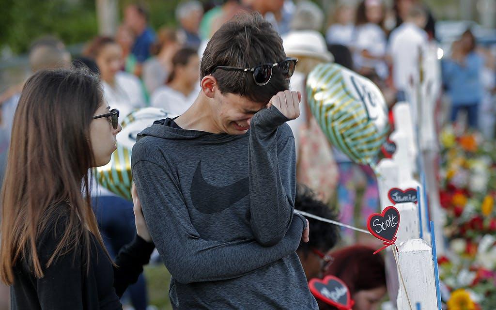 Parlament lehnt schärferes Waffenrecht ab - Schüler brechen in Tränen aus