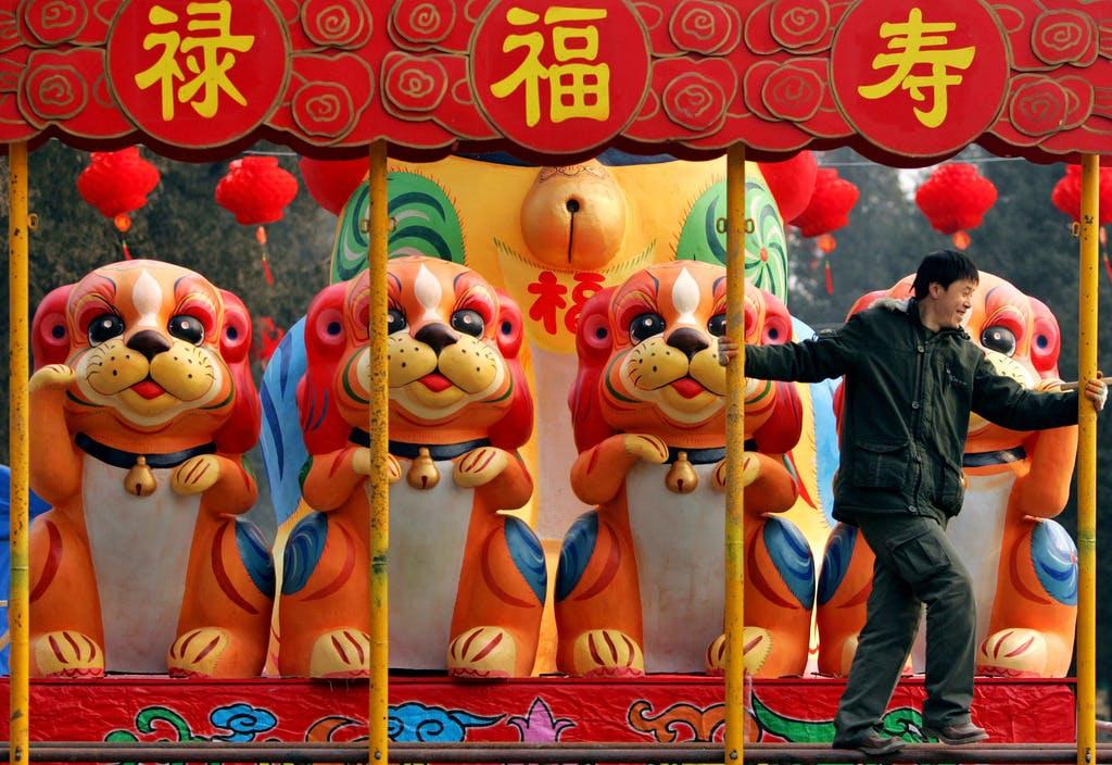 Wahrsager warnen vor Turbulenzen: China begrüsst das Jahr des Hundes