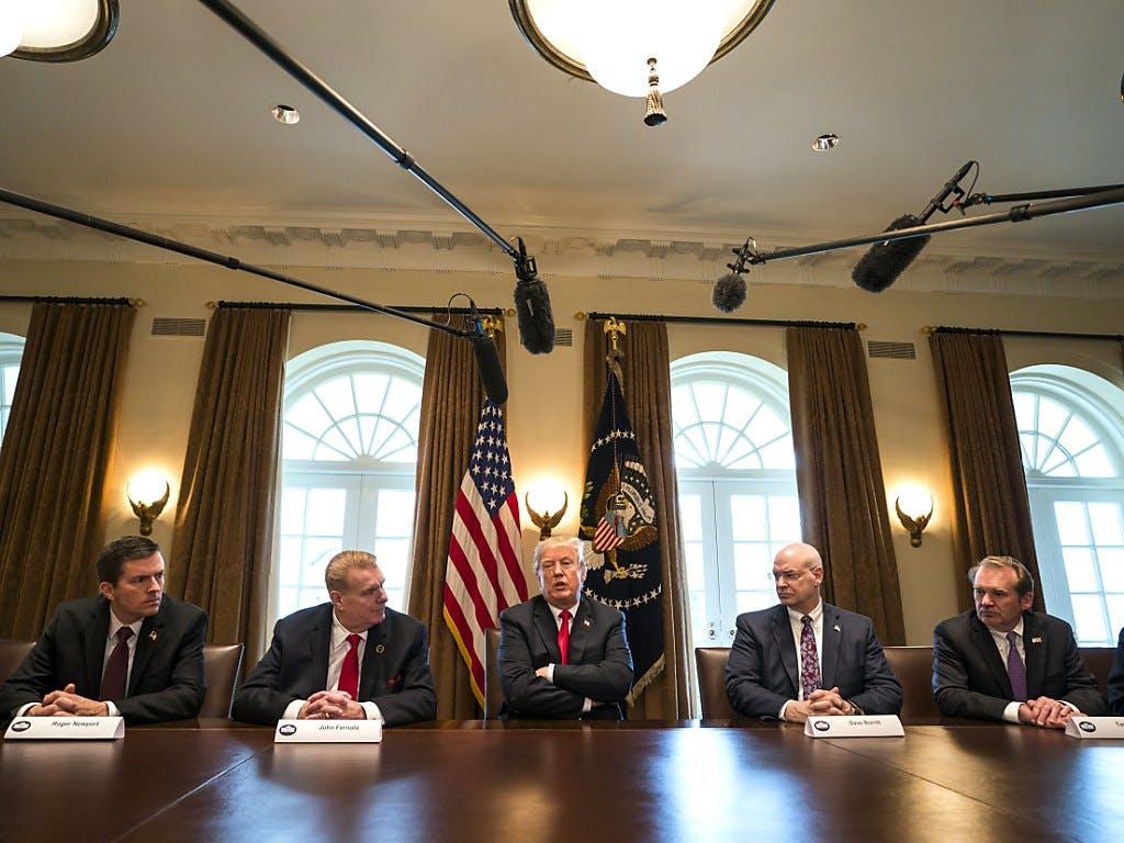 Trump verärgert mit Zollankündigung Handelspartner und verunsichert Anleger