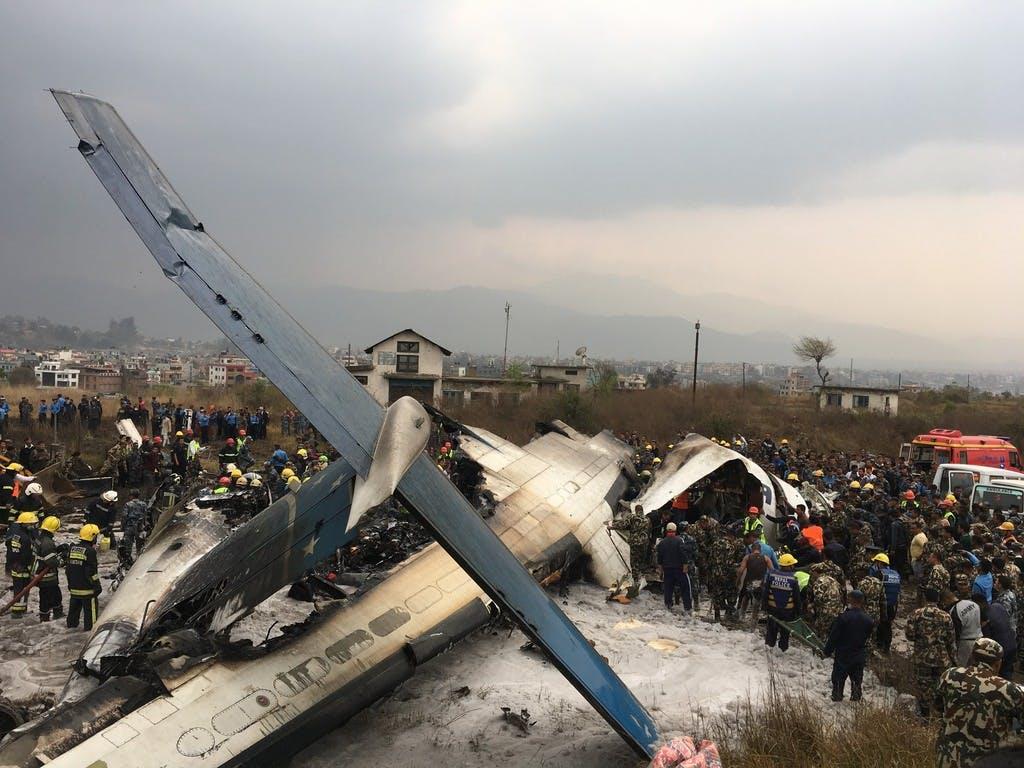 Passagierflugzeug stürzt bei Kathmandu ab