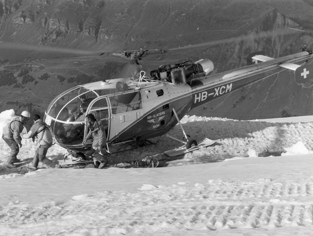 Un Elicottero Recupera Dall Oceano : Air zermatt compie anni
