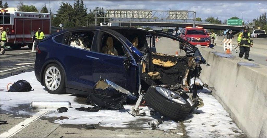 Tesla-Autopilot nach tödlichem Unfall im Fokus