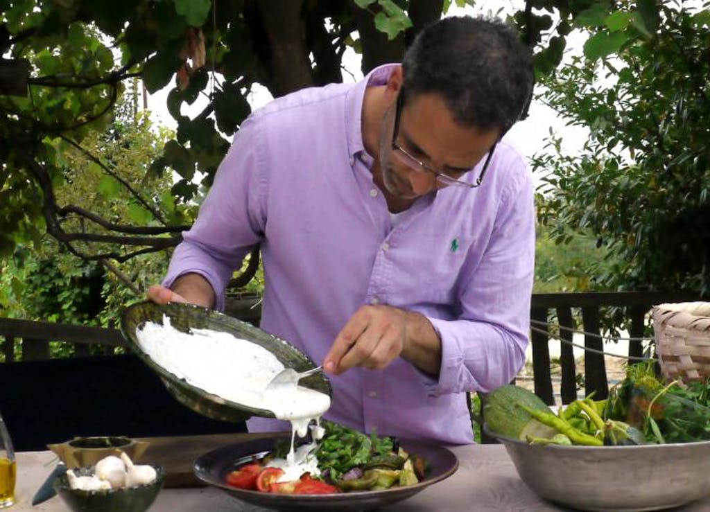 Griechisch kochen star koch yotam ottolenghi machts vor for Griechisch kochen