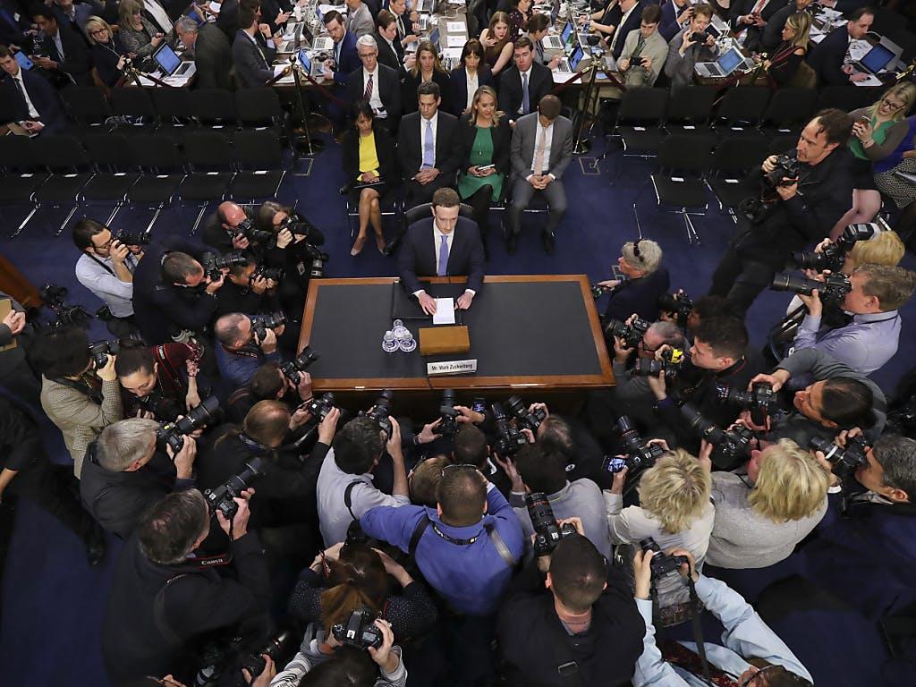 So spottet das Netz über Mark Zuckerbergs Anhörung vor dem US-Senat