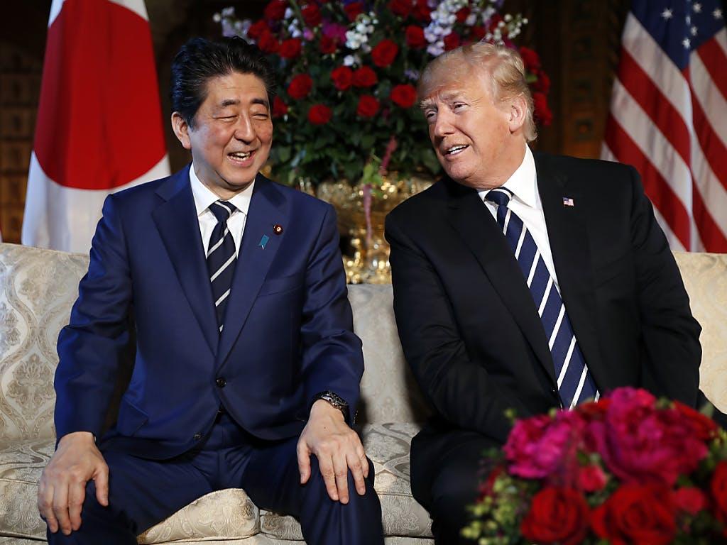 Konjunktur: Japans Regierungschef Abe besucht Trump in Florida