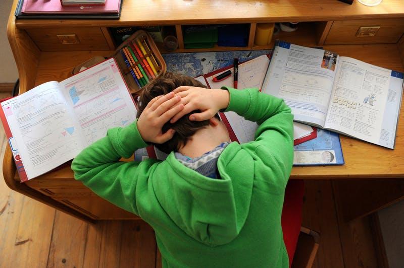 Notruf von Schüler: Hausaufgaben zu schwer: Zehnjähriger ruft die Polizei