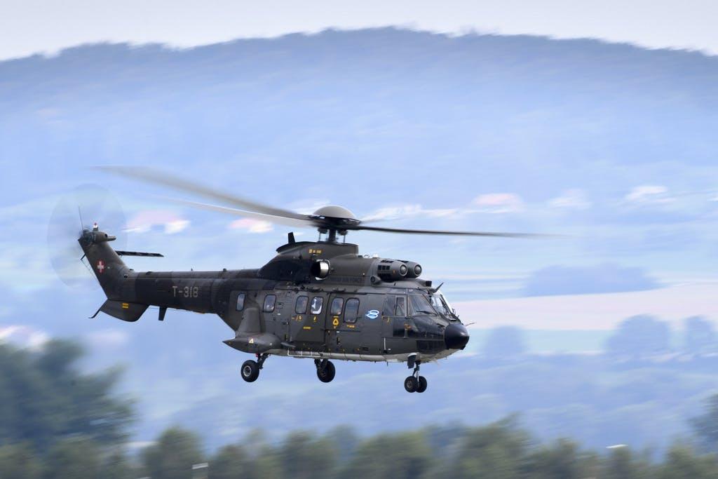 Einbrecher durchbrechen Grenzwacht-Nagelsperre ++ Grossfahndung mit Armee-Helikopter ++ erste Festnahme