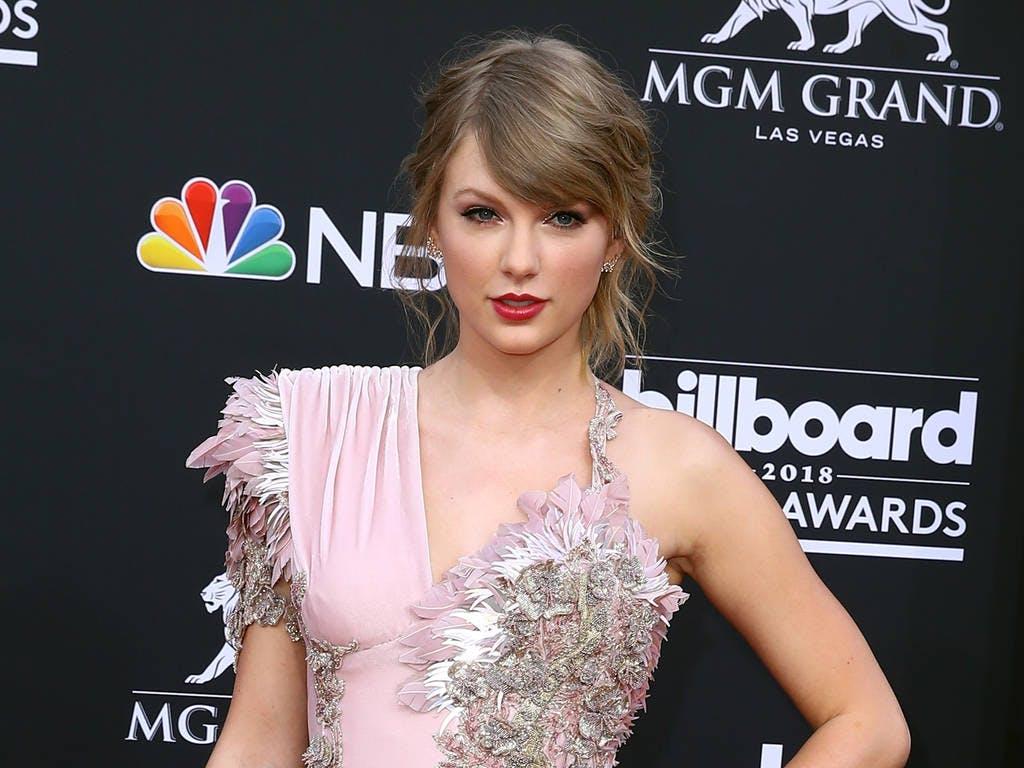 Tuto Coiffure Le Chignon Romantique De Taylor Swift