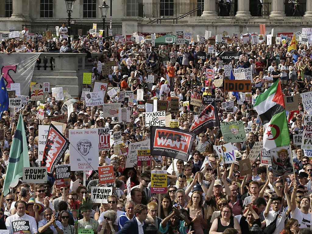 Massenproteste gegen Trump in England