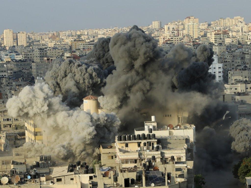 Risultati immagini per bombardamenti israeliani a Gaza