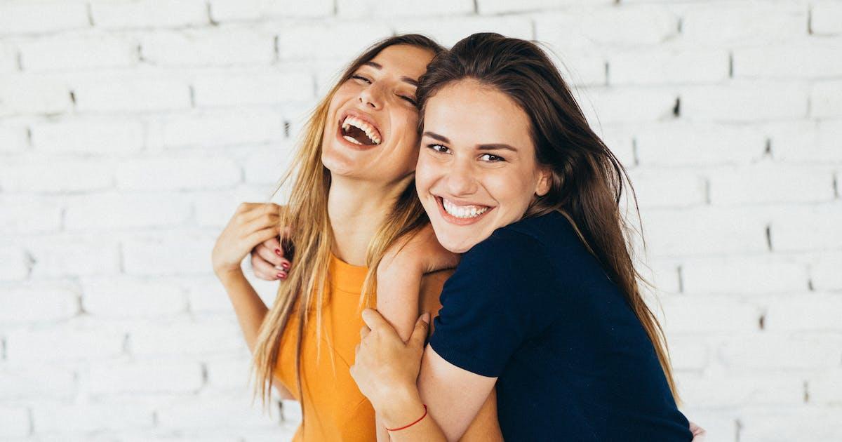 Mehr freundschaftlich innige umarmung oder Ein Mädchen