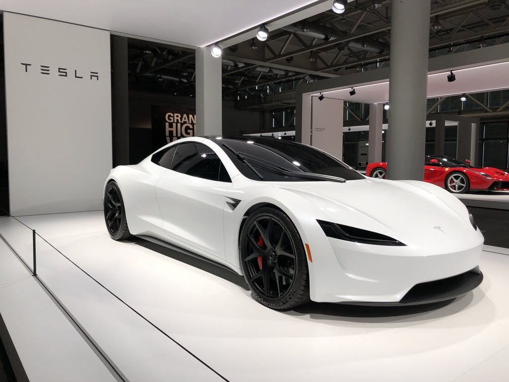 tesla zeigt sein neues supersport auto erstmals in der schweiz. Black Bedroom Furniture Sets. Home Design Ideas