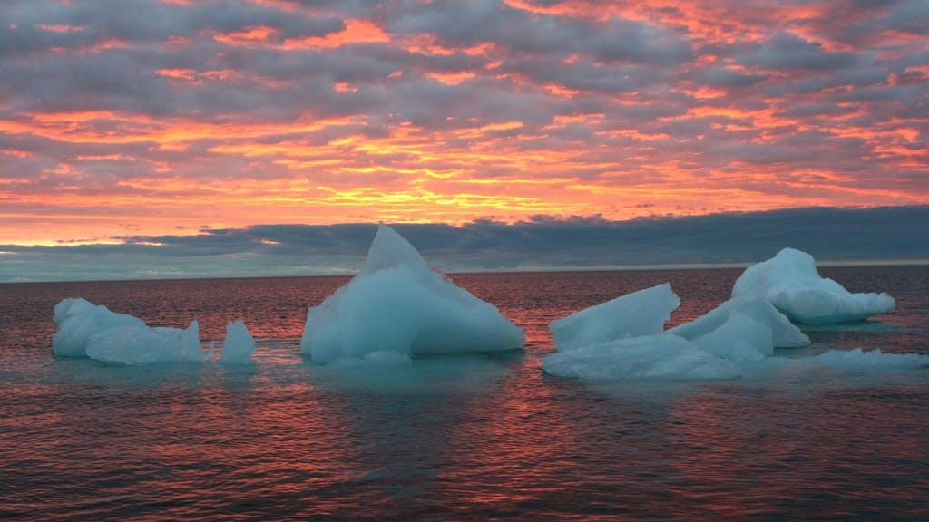 riesiges loch unter antarktis gletscher w chst bedrohlich schnell. Black Bedroom Furniture Sets. Home Design Ideas