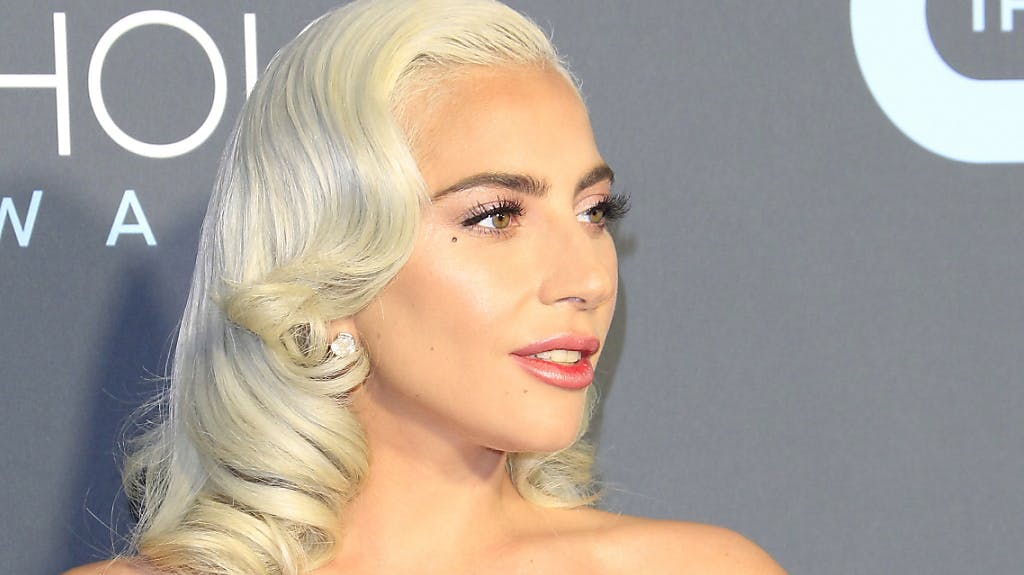 Gaga Unterbricht Las Vegas Show Fur Verbalangriff Auf Trump Und Pence