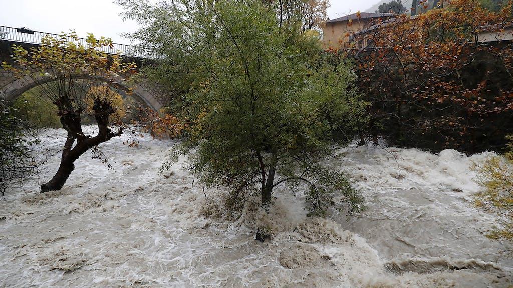 Alluvioni in Costa Azzurra, due dispersi