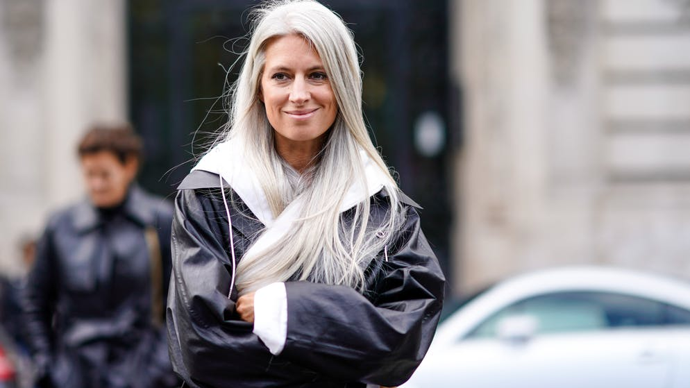 Grauen blonde ersten haaren bei strähnen Graue Haare: