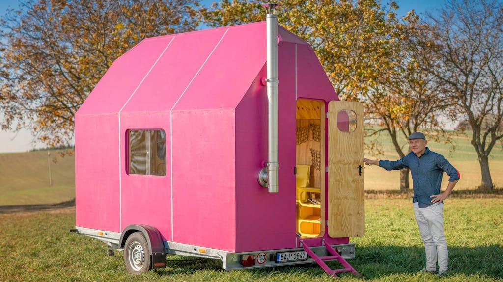 Günstig Wohnen Auf Rädern Mobil Im Kleinen Magenta Haus