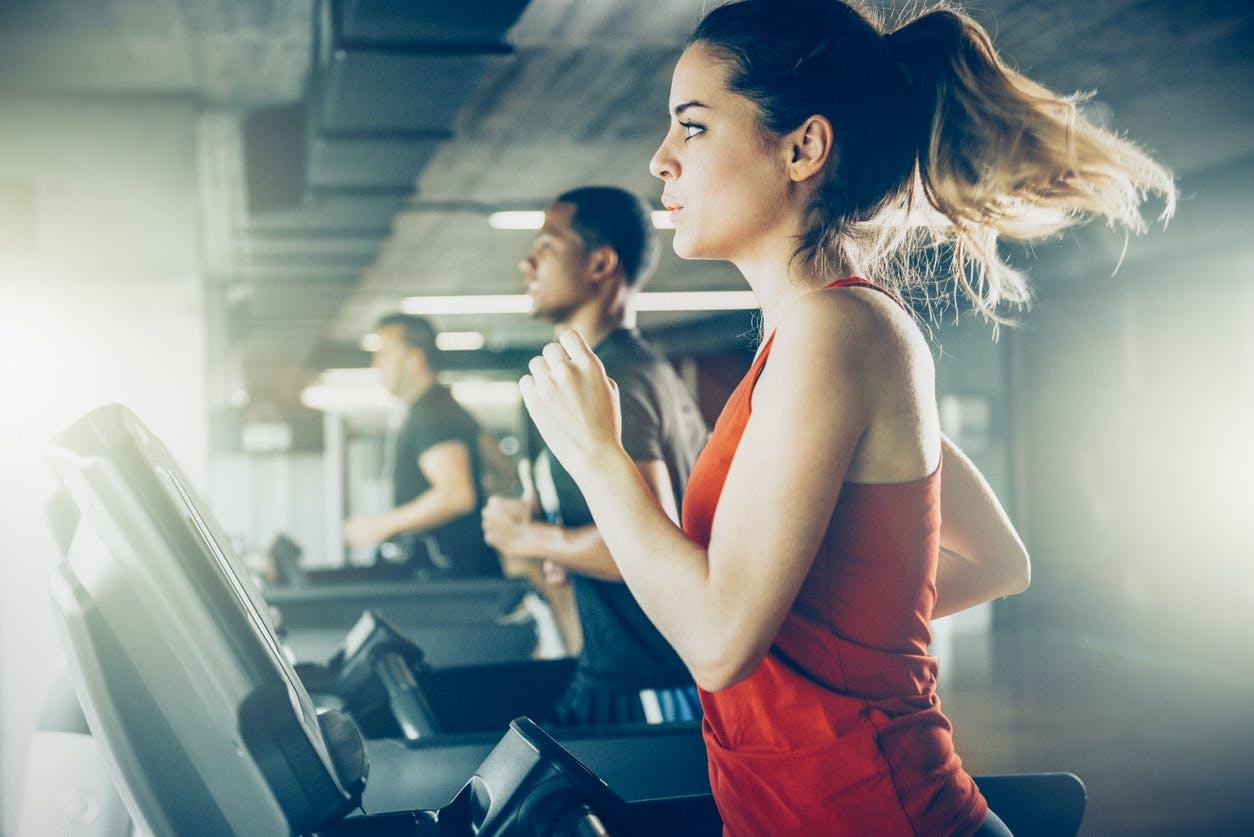 Was bei Muskelschmerzen nach dem Sport wirklich hilft