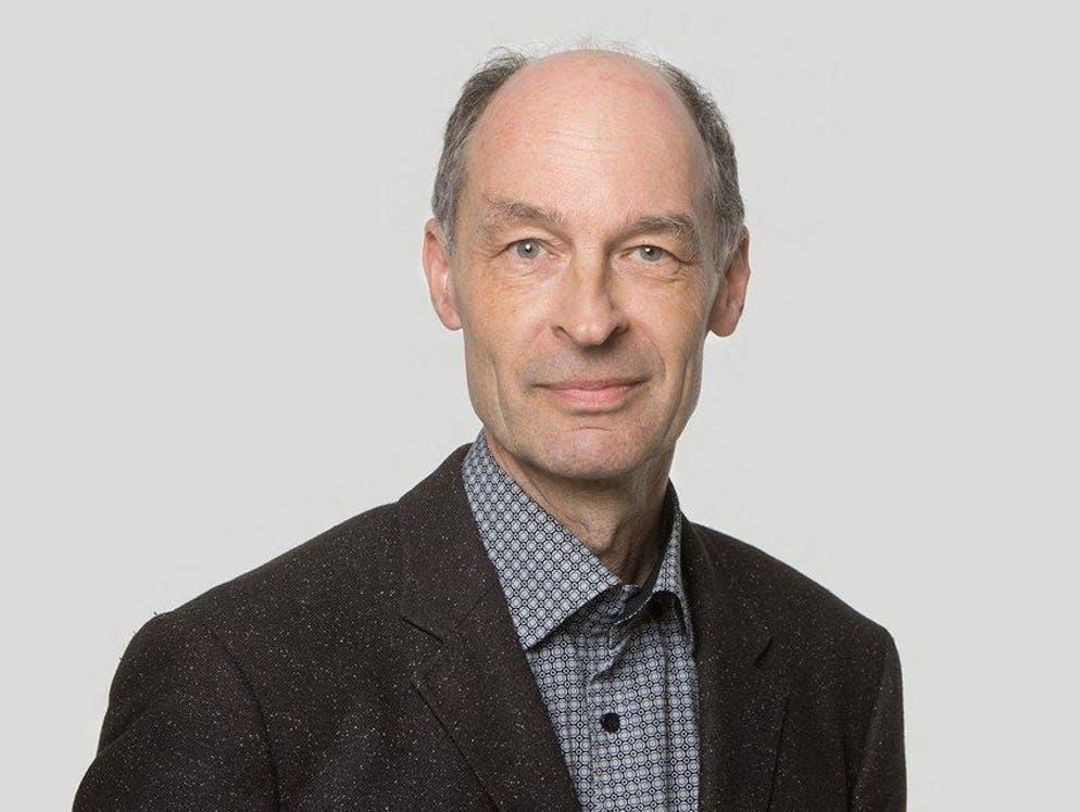 Andreas Brenner est professeur de philosophie à l'Université de Bâle et à la Haute école spécialisée du nord-ouest de la Suisse (FHNW) à Bâle. Egalement auteur, il aborde ce sujet dans «WirtschaftsEthik. Das Lehr- und Lesebuch» ainsi que«CoronaEthik. Ein Fall von Globalverantwortung», deux ouvrages en allemand publiés par la maison d'édition Königshausen & Neumann.