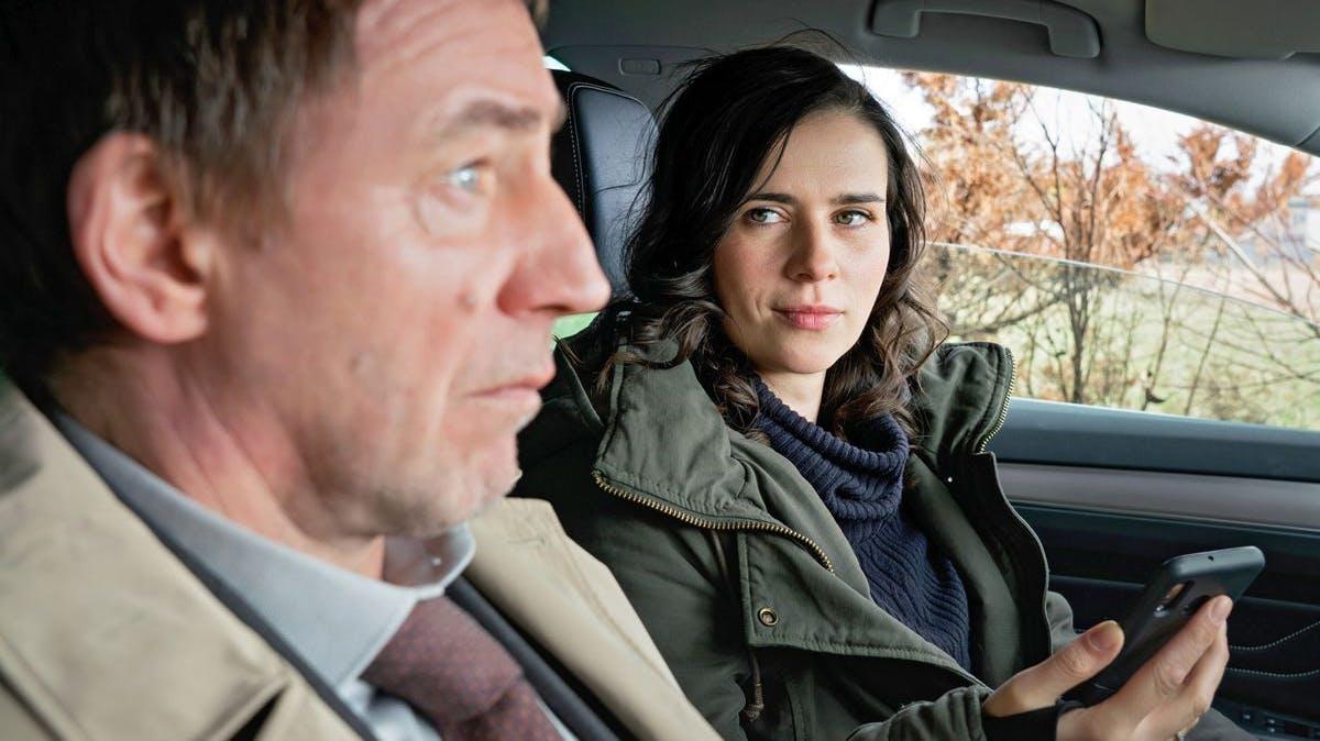 Der Boss und seine designierte Nachfolgerin: Kurt Stich (Thorsten Merten) wünscht sich Kira Dorn (Nora Tschirner) als nächste Chefin.