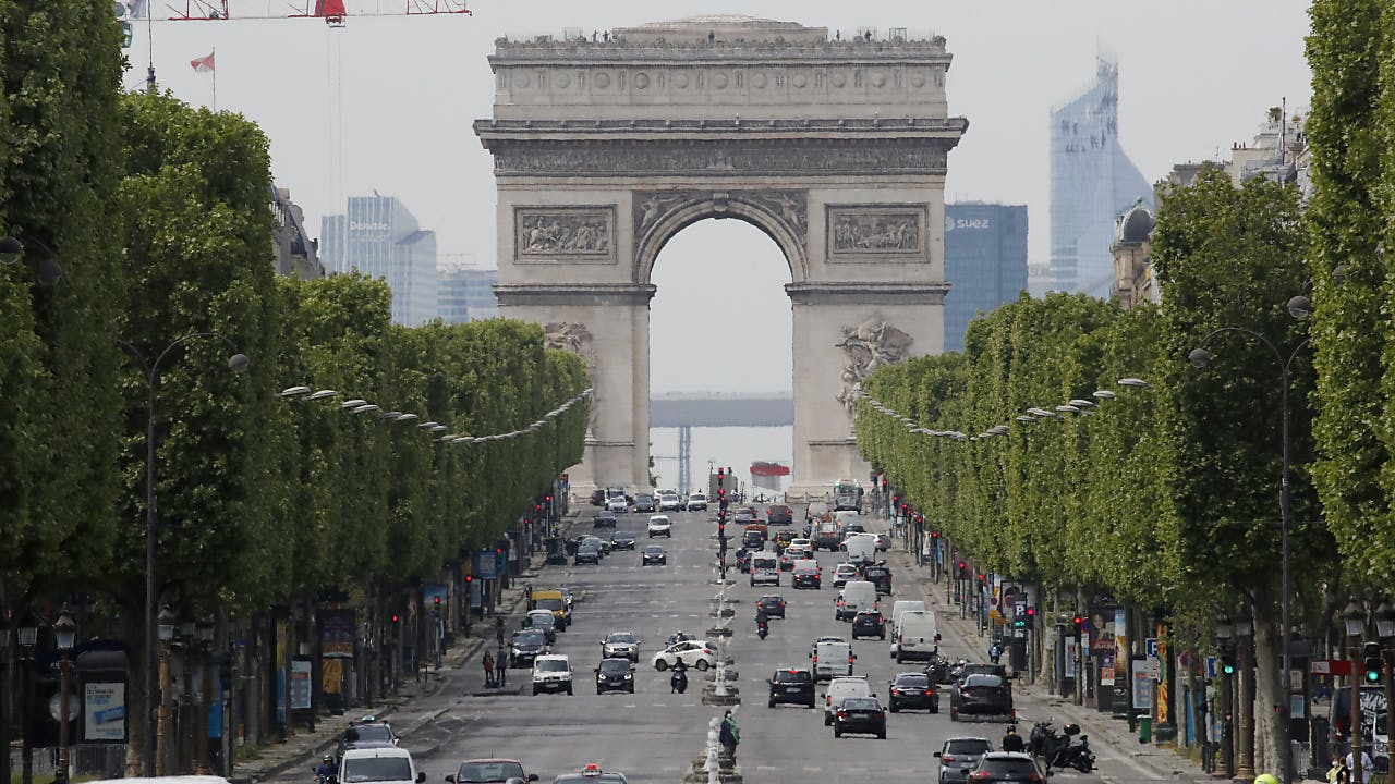 Paris Will Weiterhin Die Christo Verhullung