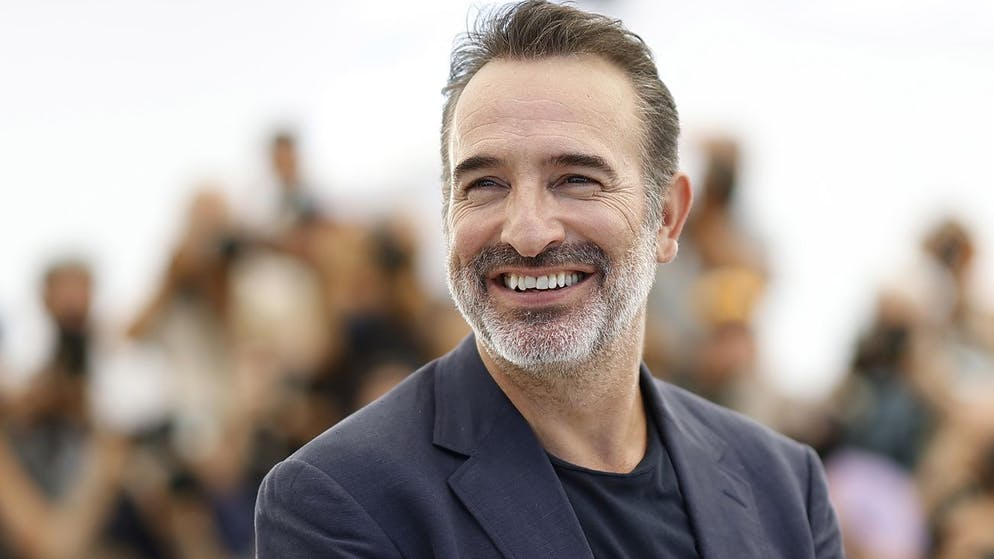 epa09349968 Jean Dujardin poses during the photocall for 'OSS 117: Alerte Rouge en Afrique Noire' (OSS 117: From Africa with Love) at the 74th annual Cannes Film Festival, in Cannes, France, 17 July 2021. The movie is presented in the Official Competition of the festival which runs from 06 to 17 July. EPA/IAN LANGSDON