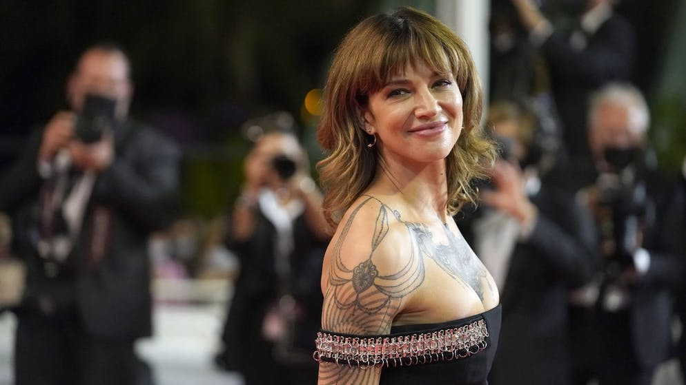 Asia Argento poses for photographers upon arrival at the premiere of the film 'Emergency Declaration' at the 74th international film festival, Cannes, southern France, Friday, July 16, 2021. (AP Photo/Brynn Anderson)