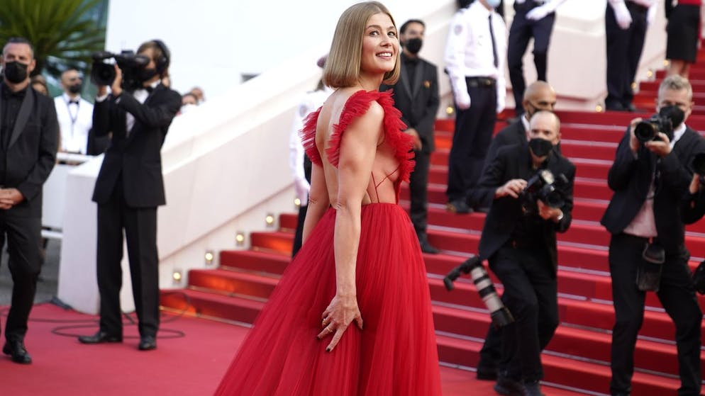 Rosamund Pike poses for photographers upon arrival at the awards ceremony and premiere of the closing film 'OSS 117: From Africa with Love' at the 74th international film festival, Cannes, southern France, Saturday, July 17, 2021. (AP Photo/Brynn Anderson)