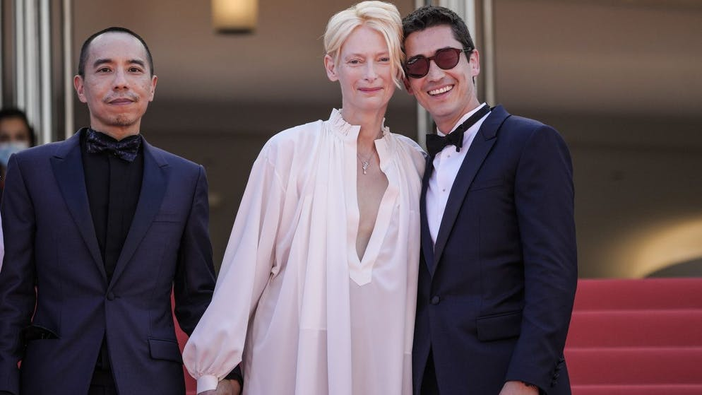Director Apichatpong Weerasethakul, from left, Tilda Swinton and Juan Pablo Urrego pose for photographers upon arrival at the premiere of the film 'Memoria' at the 74th international film festival, Cannes, southern France, Thursday, July 15, 2021. (AP Photo/Vadim Ghirda)