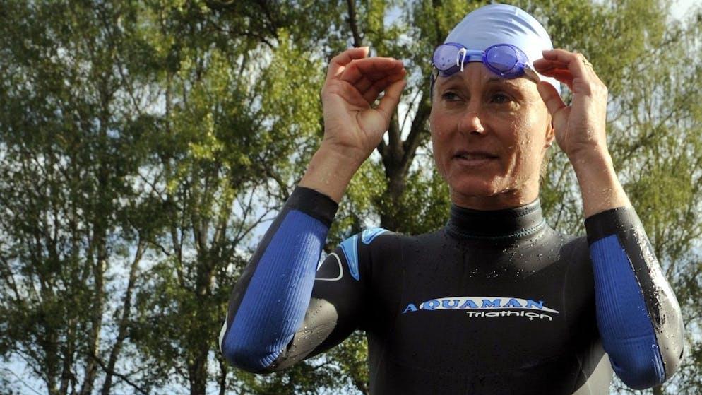Triathletin Brigitte McMahon, erste Olympiasiegerin der Triathlon Geschichte, vor dem Start zum Halb Ironman in Rapperswil (SG) am Sonntag, 1. Juni 2008. Es ist der erste Start von McMahon nach ihrer zweijaehrigen Dopingsperre. McMahon gestand im Jahre 2005 die Einnahme der Praeparats EPO. (KEYSTONE/Walter Bieri)