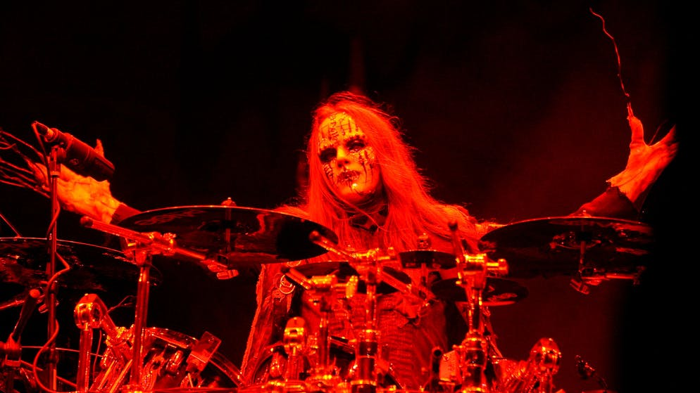 epa09371936 (FILE) - Joey Jordison of the US band Slipknot performs at the Rock on the Range Festival in Columbus, Ohio, USA, 16 May 2009 (reissued 27 July 2021). According to an announcement by his family on 27 July 2021, Slipknot co-founder Joey Jordison, 46, has died.  EPA/STEVE C. MITCHELL