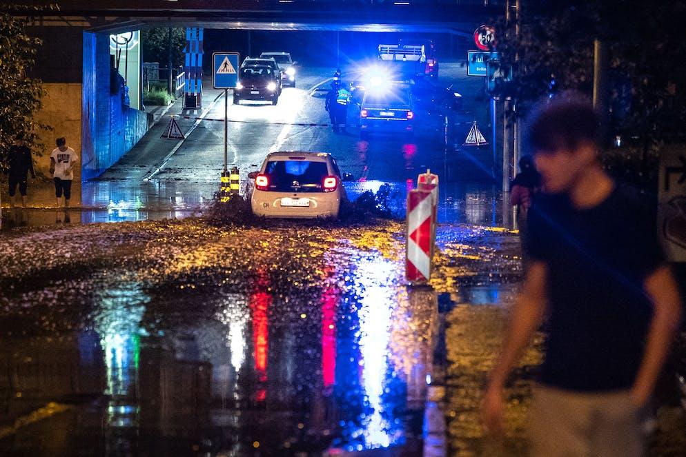 Bellinzona: maltempo e allagamenti. Strada allagata a Bellinzona. © Ti-Press / Massimo Piccoli