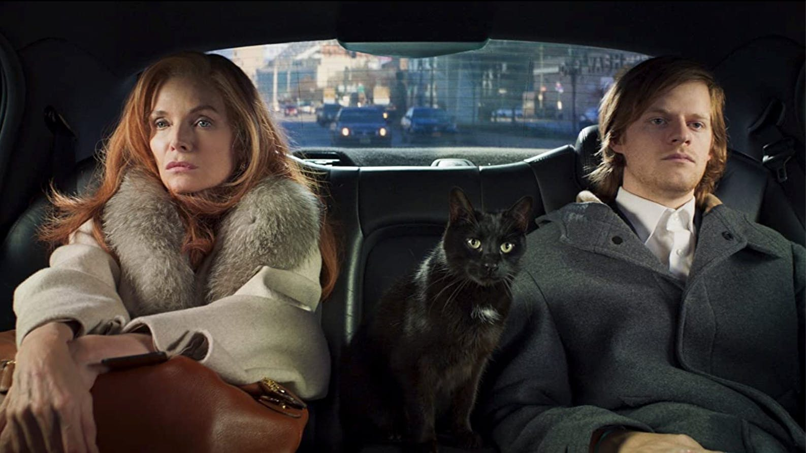 Nicht mehr jung und nicht mehr reich: Als bankrotte New Yorker Society-Dame Frances flieht Michelle Pfeiffer in «French Exit» mit ihrem Sohn (Lucas Hedges) und ihrer Katze, die den Geist ihres verstorbenen Mannes in sich tragen soll, nach Paris.