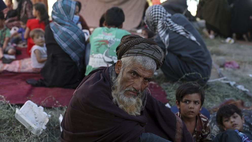 Kabul, 9 agosto 2021: gli afghani fuggono dai talebani nella capitale. E per una buona ragione: il vecchio ricorderà ancora come stavano le cose nel suo paese tra il 1996 e il 2001, quando i fanatici erano al comando.