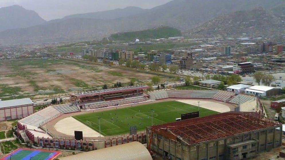 Un luogo inglorioso nella storia del dominio talebano è lo stadio di Kabul, usato ripetutamente per esecuzioni a cui assistono migliaia di persone. Anche il possesso di armi può essere una condanna a morte.