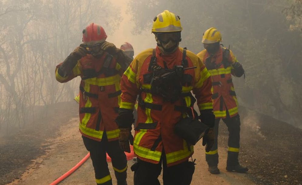 epa09419009 A handout photo made available by the French Securite Civile shows firefighters battling the blaze in the Var department, southern France, 18 August 2021. Firefighters are battling wildfires and thousands of residents are evacuated in the area near St. Tropez.  EPA/SECURITE CIVILE HANDOUT  HANDOUT EDITORIAL USE ONLY/NO SALES HANDOUT EDITORIAL USE ONLY/NO SALES