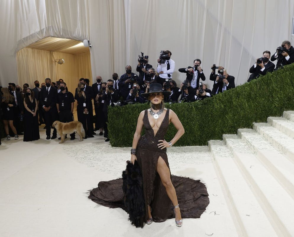 epa09466864 Jennifer Lopez poses on the red carpet for the 2021 Met Gala, the annual benefit for the Metropolitan Museum of Art's Costume Institute, in New York, New York, USA, 13 September 2021. The event coincides with the Met Costume Institute's first two-part exhibition, 'In America: A Lexicon of Fashion' which opens 18 September 2021, to be followed by 'In America: An Anthology of Fashion' which opens 05 May 2022 and both conclude 05 September 2022. EPA/JUSTIN LANE ALTERNATE CROP