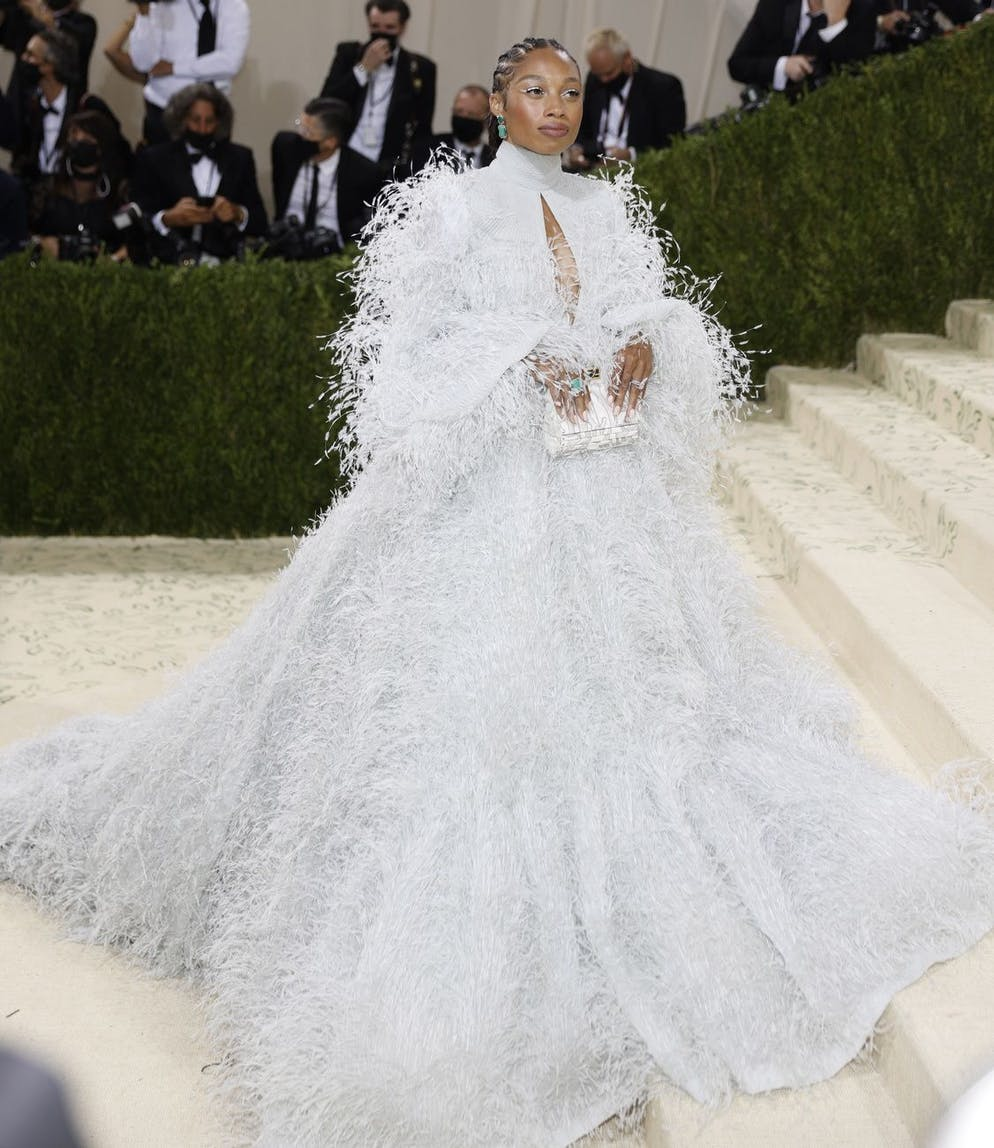 epa09466913 Allyson Felix poses on the red carpet for the 2021 Met Gala, the annual benefit for the Metropolitan Museum of Art's Costume Institute, in New York, New York, USA, 13 September 2021. The event coincides with the Met Costume Institute's first two-part exhibition, 'In America: A Lexicon of Fashion' which opens 18 September 2021, to be followed by 'In America: An Anthology of Fashion' which opens 05 May 2022 and both conclude 05 September 2022. EPA/JUSTIN LANE EPA-EFE/JUSTIN LANE