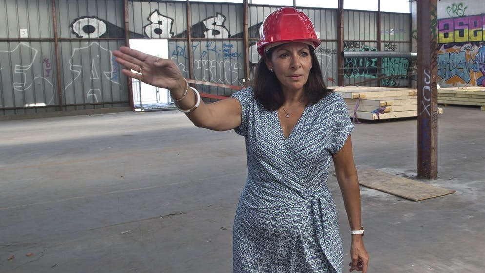 Mayor of Paris Anne Hidalgo gestures as she visits the construction site of a new reception center for migrants , Monday, Sept. 12, 2016. A new reception center for migrants in the French capital, is scheduled to open next month, in an unusual and controversial effort to cope with Europe's migrant crisis. (AP Photo/Michel Euler)