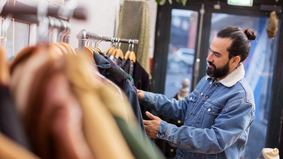 Auch bei den Kleidern ist Vintage angesagt. Und auch hier produzieren Modelabels neue Kleider, die aussehen, als wären sie 60 Jahre alt. Dabei ist die Schweiz ein Schlaraffenland grossartiger Secondhandläden.