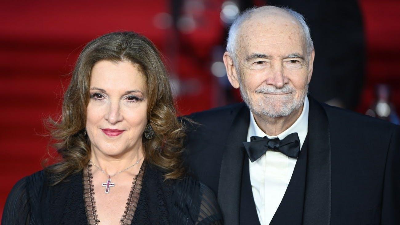 Bestimmt ein Stein vom Herzen gefallen: Bond-Produzentin Barbara Broccoli in Begleitung des US-Filmproduzenten und Drehbuchautoren Michael G Wilson.
