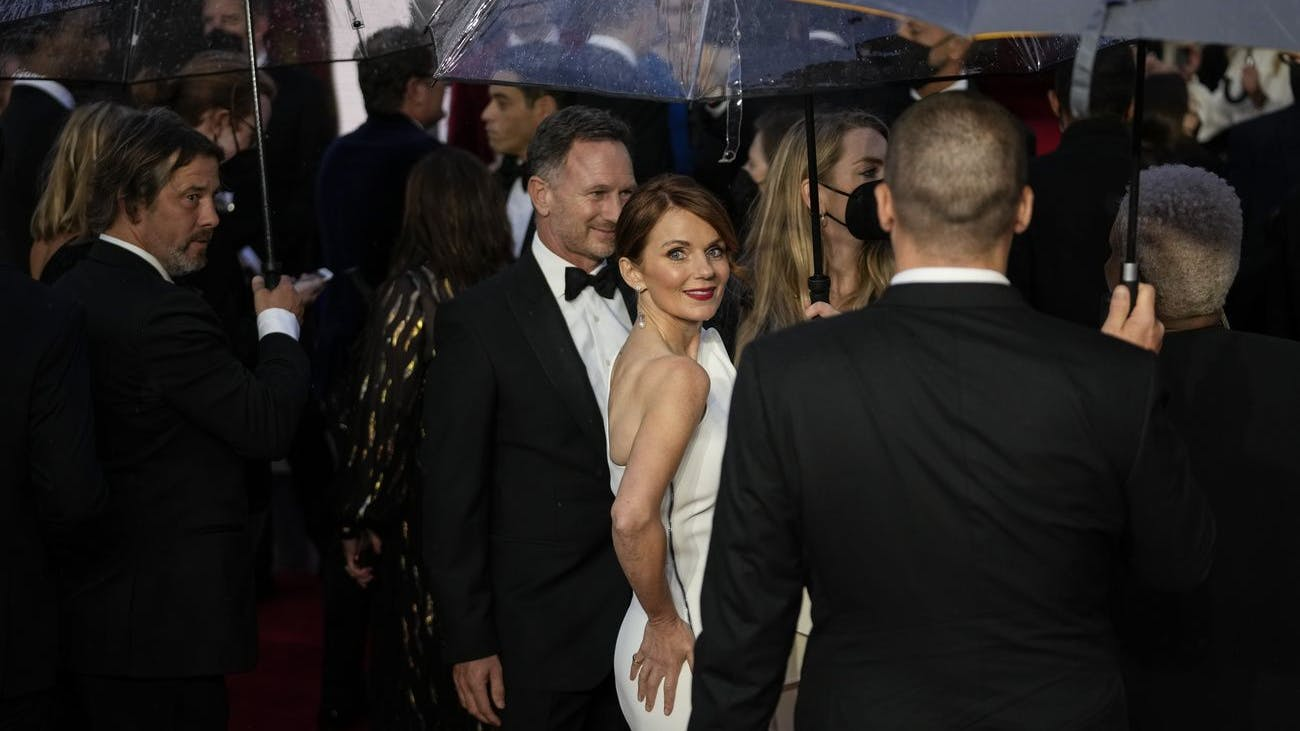 Glamour auch bei Regen: Geri Halliwell, Ex-Spice-Girl, zeigt, wie das geht.