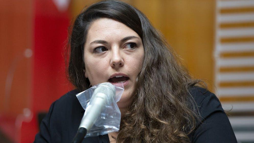 Tamara Funiciello, SP-BE, spricht waehrend der Debatte um die Volksinitiative
