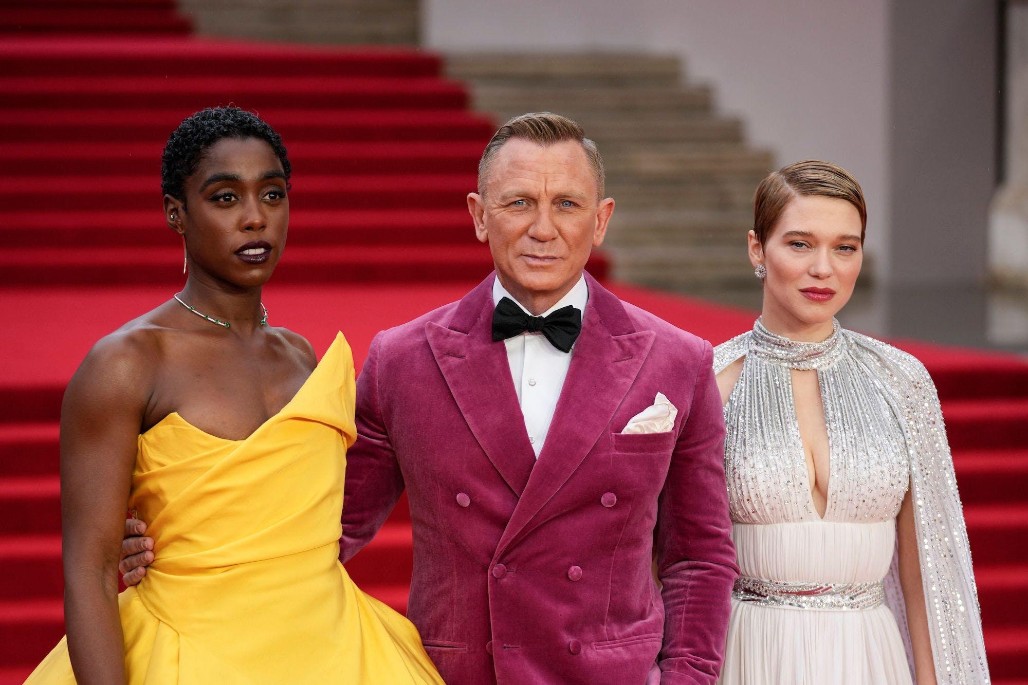 Daniel Craig mit den beiden Hauptdarstellerinnen Lashana Lynch (l.) und Léa Seydoux (r.)