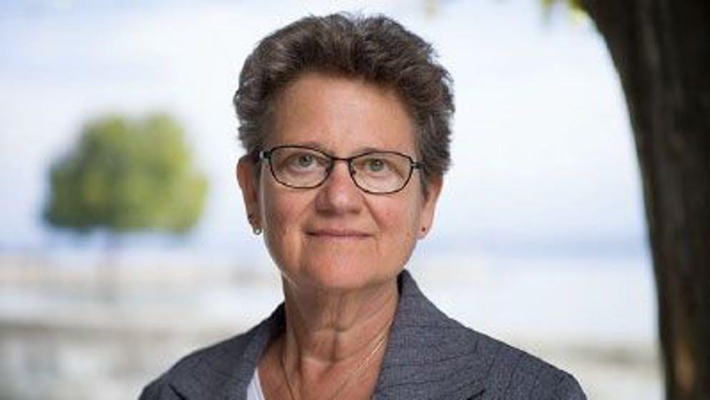 Jacqueline Frossard è psicologa e laureata in giurisprudenza. Fa parte del consiglio di amministrazione della federazione degli psicologi svizzeri
