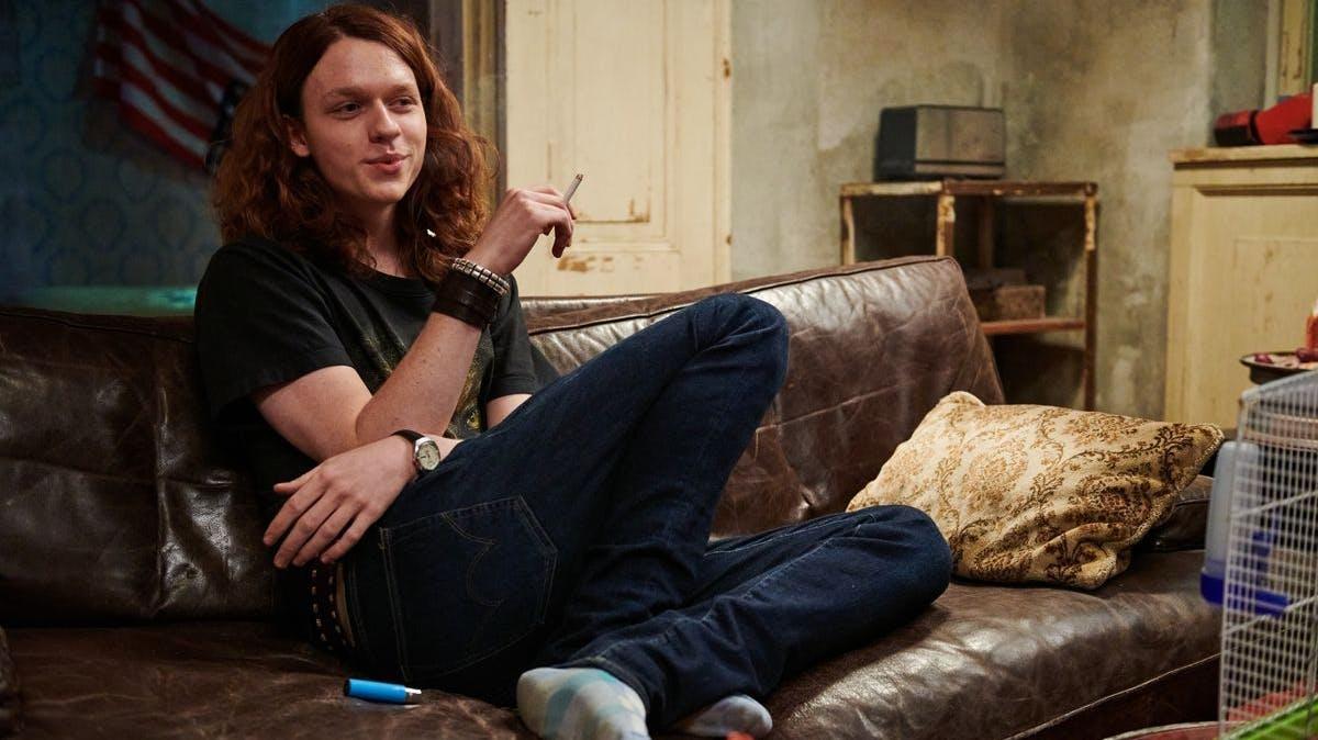 Axel (Jeremias Meyer) hat sich eine kleine Drogenwohnung eingerichtet.