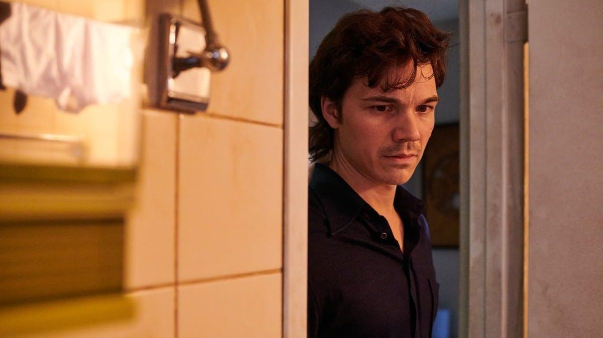 Christianes Vater Robert (Sebastian Urzendowsky) hat mit sich selbst zu kämpfen.