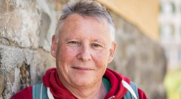 Thomas Widmer geht seit 15 Jahren jeden Samstag wandern. Davor geht er immer in denCoop, kauft die Nahrung des Tages. Danach gibt's irgendwo einen Kafi und einen Nussgipfel.