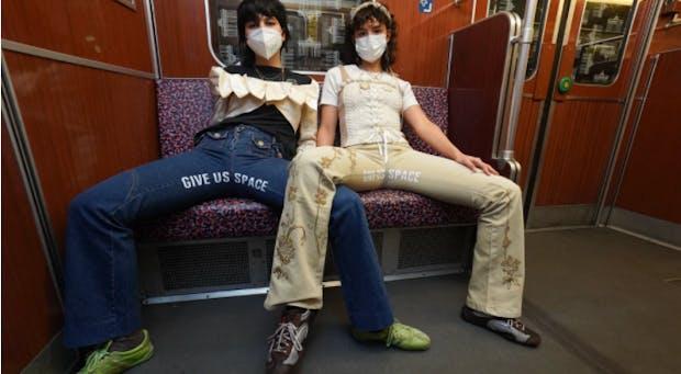 Wenn Männer sich breit machen - zwei Designerinnen setzen