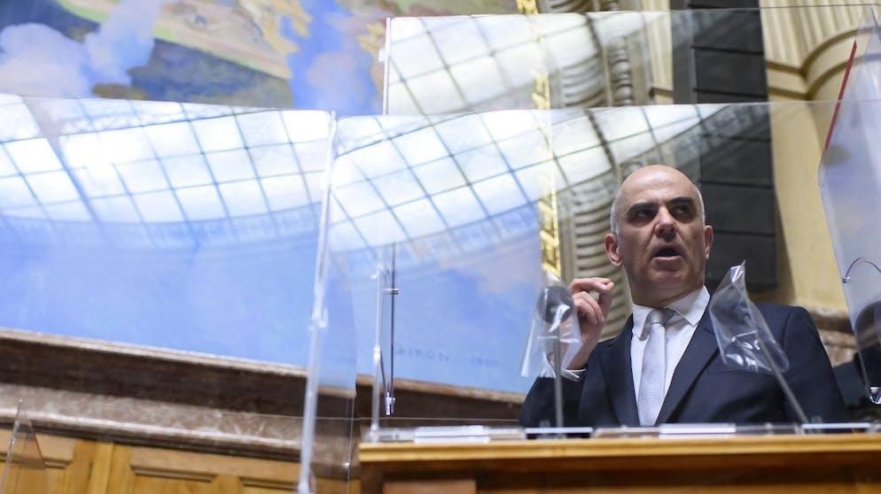 Bundesrat Alain Berset spricht waehrend der Fruehlingssession der Eidgenoessischen Raete, am Montag, 8. Maerz 2021 im Nationalrat in Bern. (KEYSTONE/Anthony Anex)
